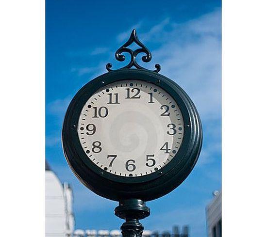 În timp ce timpul se face că stă…